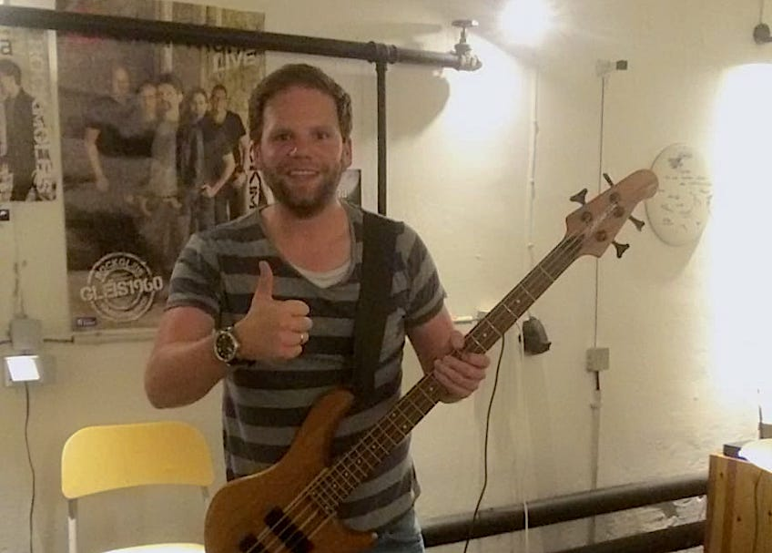 Philipp Bartz am Bass